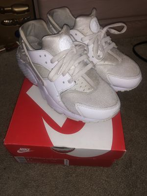 NIKE HUARACHE RUN KIDS MENS SHOES size 7y for Sale in Silver Spring, MD