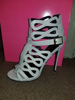 High heels size 6 for Sale in Pomona, CA
