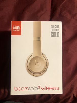Beats solo 3 (gold) new in plastic for Sale in Maricopa, AZ