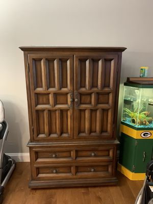 Dresser/ wardrobe for Sale in Northfield, OH