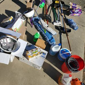 FREE ASSORTMENT OF CLEANING ITEMS AND LIGHT BULBS for Sale in Willows, CA