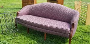 Antique loveseat. Middle leg broke. Will need cleaned or reupholstered. No rips or tears. for Sale in Modesto, CA