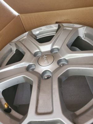 5mo old Jeep Wrangler JL stock wheels for Sale in Murrieta, CA