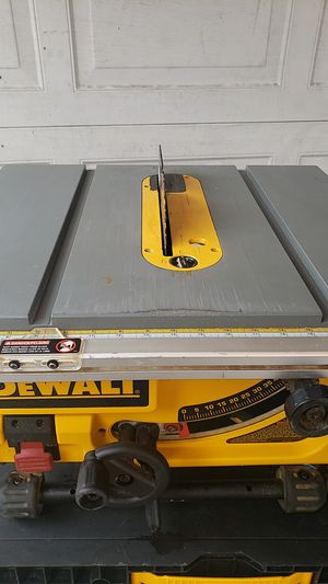 "DEWALT TABLE SAW 10 "" MISSING THE FENCE GUIDE for Sale in Rancho Cucamonga, CA"