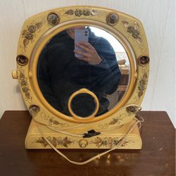 Vintage Femme-lite Makeup Mirror for Sale in Cashmere,  WA
