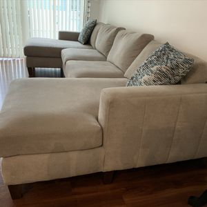 Light grey couch for Sale in Federal Way, WA