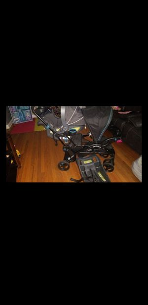 Selling as a Bundle Car seat with stroller for Sale in Westchester, IL