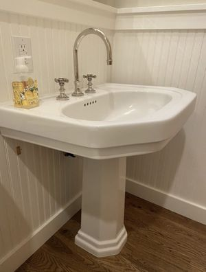 Pedestal Sink for Sale in Woodway, WA