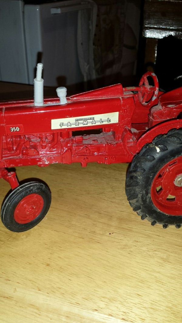 farm all metal tractor and feed cart