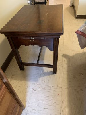 End table with slide out shelves for Sale in Sweetwater, TX