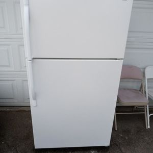 KENMORE REFRIGERATOR WORKS EXCELLENT for Sale in Burbank, CA