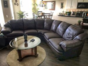 Leather Sectional w table set for Sale in Charlotte, NC