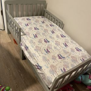 Toddler Bed With Mattress for Sale in Des Plaines, IL