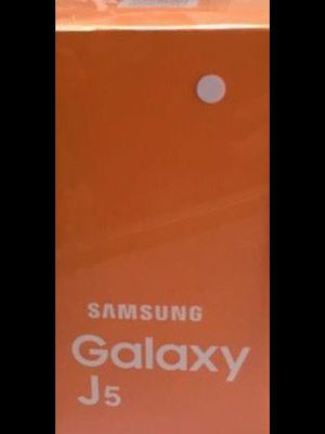 Cell phone Samsung Galaxy J5 16GB Unlocked teléfono celular Desbloqueado for Sale in Miami, FL