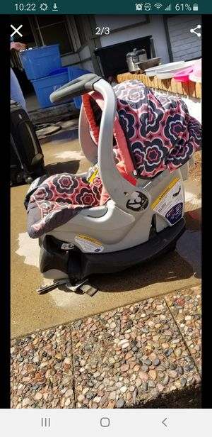 Baby trend carseat with 2 booster seats for Sale in Phoenix, AZ