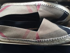 Burberry (Women) size 10 for Sale in Skokie, IL