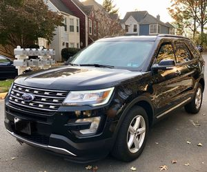 2017 Ford Explorer XLT EXCELLENT CONDITION for Sale in Stone Ridge, VA