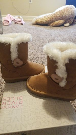 Size 6 toddler girls boots for Sale in San Bernardino, CA