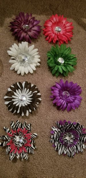 8 flower hairclips for Sale in Feasterville-Trevose, PA