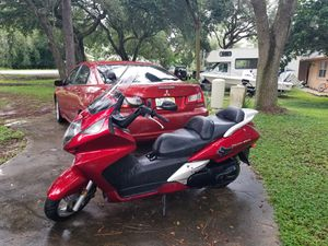600cc scooter/motorcycle 2003 Silver wing for Sale in MAGNOLIA SQUARE, FL