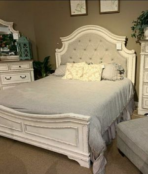 🧿 ON DISPLAY 🧿SPECIAL] Realyn Chipped White Panel Bedroom Set for Sale in Jessup, MD