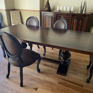 Beautiful Arhaus Dining Table for Sale in Evergreen, CO