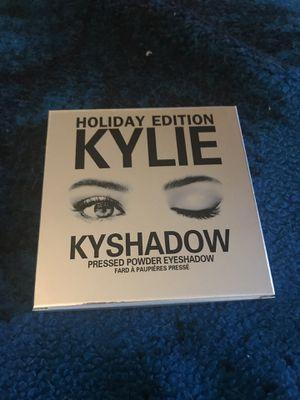 2017 Kyshadow Holiday Edition w/ Makeup Bag for Sale in Las Vegas, NV