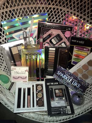 Large Brand New Never Used Makeup bundle for Sale in Waddell, AZ