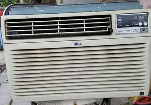 Window ac unit works great power button needs fixing for Sale in Miramar, FL