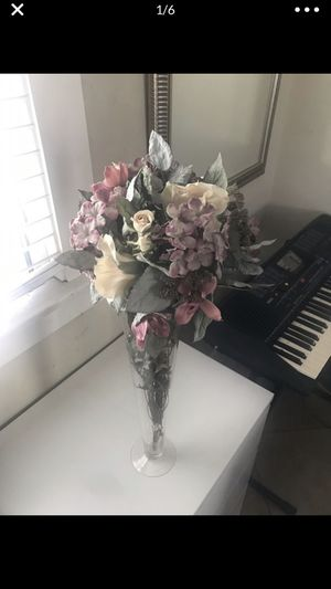 Artificial flowers with vase $13 for Sale in Long Beach, CA