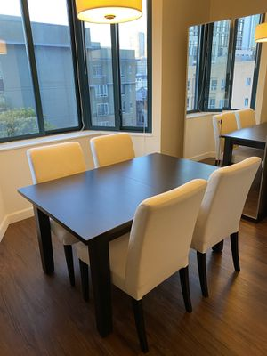 Extendable dinner table . 4 chairs . FREE DELIVERY in SF for Sale in San Francisco, CA