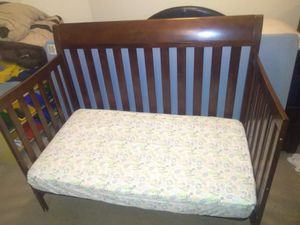 Baby crib / toddler bed for Sale in Baldwin Park, CA