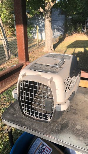 Small Petmate pet taxi/ crate for small dog or cat for Sale in Elm Mott, TX