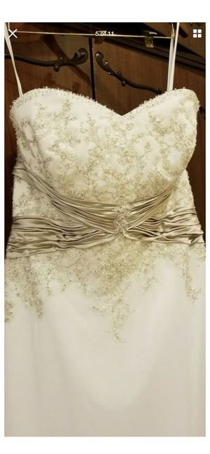 Wedding dress $300 for Sale in Lincolnton, NC