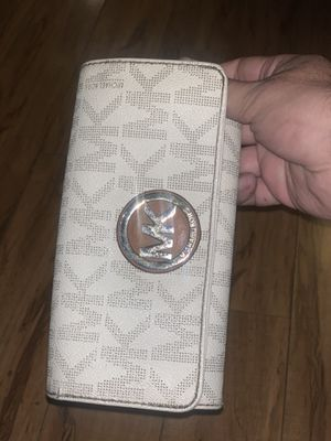 Used Michael kors wallet $40 for Sale in Fresno, CA