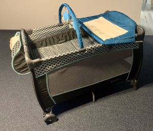 Evenflo portable deluxe babysuite play yard bassinet & changing table for Sale in Lancaster, OH