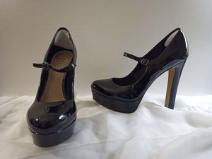 VINCE CAMUTO Black Platform Patent Leather Mary Jane Pumps Heels sz 7.5 for Sale in Irvine, CA