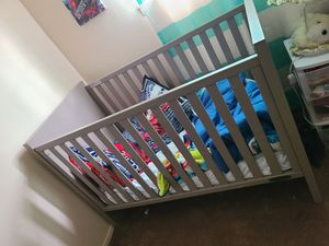 Convertible crib for Sale in MIDDLEBRG HTS, OH