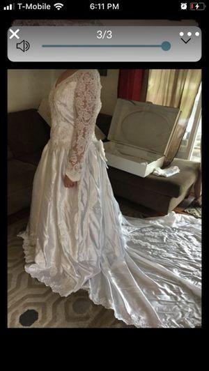 Wedding dress size 24 (fits 18/20 ) for Sale in Olympia, WA