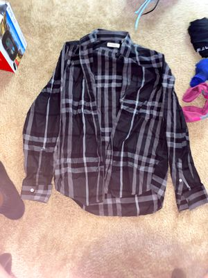 Burberry Long Sleeve SIZE M for Sale in Watauga, TX
