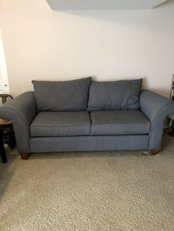 Blue couch for Sale in Dardenne Prairie,  MO