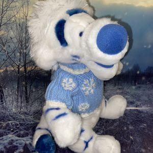 "RARE Disney store SW Sweater White Tigger 17"" plush for Sale in Bellflower, CA"