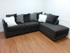 CHOCOLATE SECTIONAL SOFA WITH ACCENT PILLOWS AND NAILHEAD TRIM for Sale in Arlington, TX
