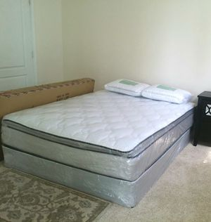 Like new Queen bed box spring and Mattress firm for Sale in Miami, FL
