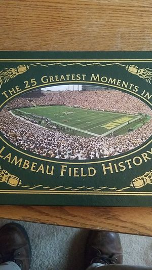 Green bay Packers Commemorative book with Brett Favre Rookie card. for Sale in Sudley Springs, VA