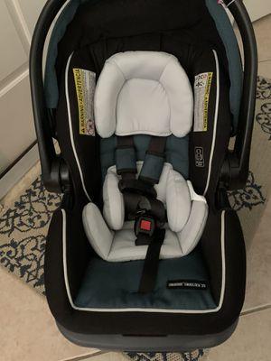 Graco Snug lock 35 DLX infant car seat for Sale in Pembroke Pines, FL