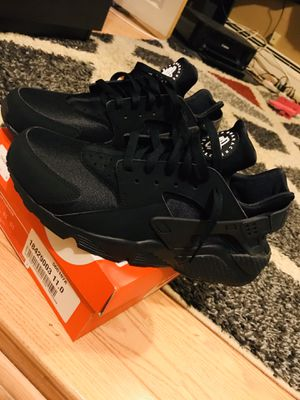 Nike huaraches for Sale in Clifton, NJ