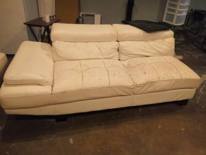 All white Leather couch for Sale in Euless, TX