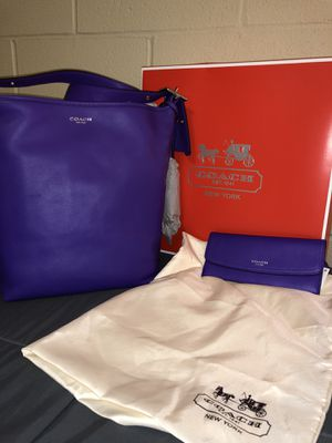 Coach violet purse and wallet for Sale in Williamsport, PA