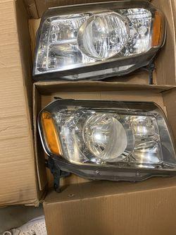 Honda Pilot 2011 Headlights for Sale in Lynnwood,  WA
